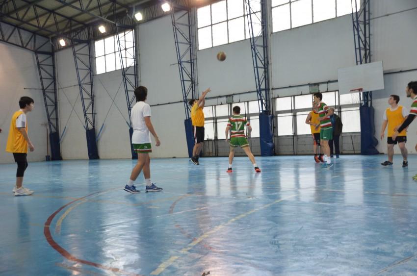 basquet en el polideportivo