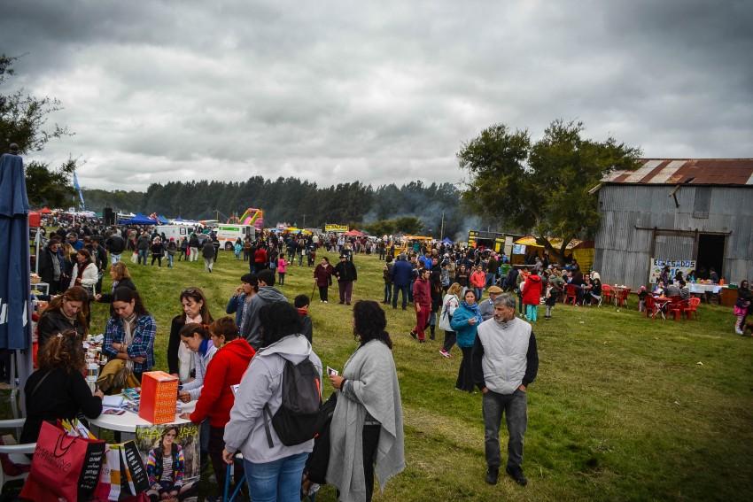 Comenzó la Fiesta del Kiwi en Macedo