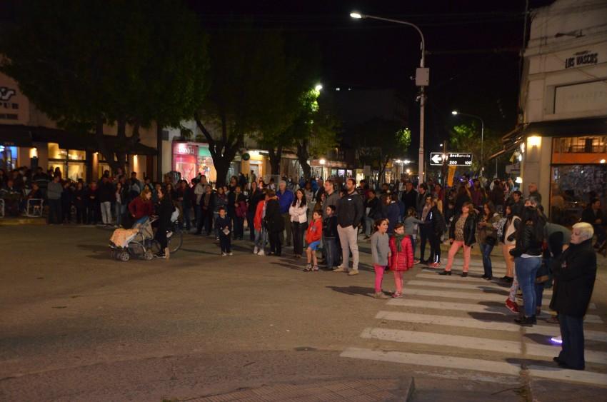 El Paseo Comercial llevó movimiento y baile al centro de la ciudad