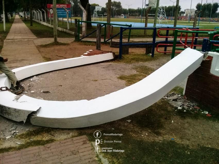 Derribaron el arco de ingreso al Parque Anchorena ante su posible caíd
