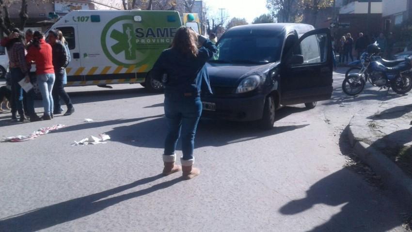 Un auto atropelló a una mujer y hay restricciones en la circulación de