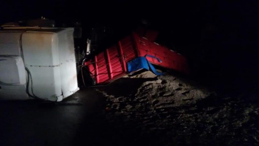 Vuelco de un camión deja un herido en Ruta 74