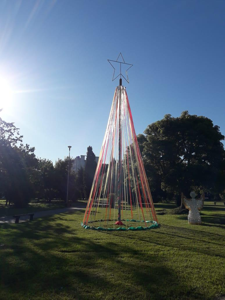 Quedó inaugurado el tradicional árbol de navidad de Plaza San Martín