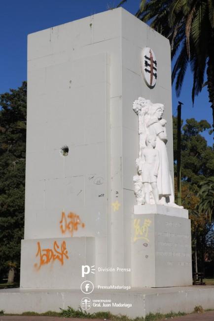 Pintarán una vez más el monumento del Parque Anchorena