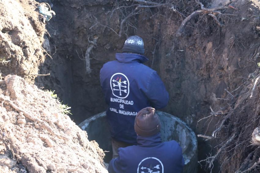 Intensifican los trabajos para dotar de los servicios de agua y cloaca