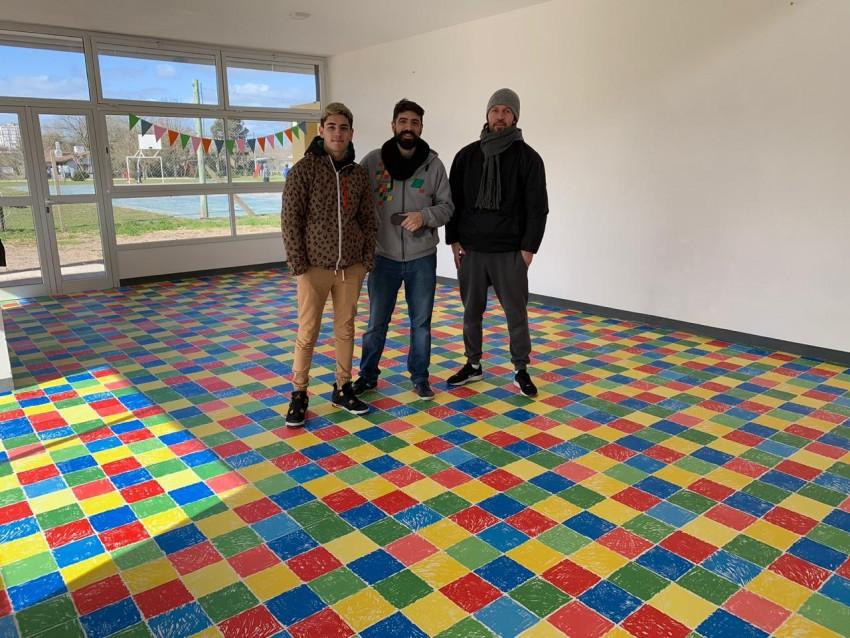 Colocaron un piso especial en las cuatro salas del Jardín Maternal