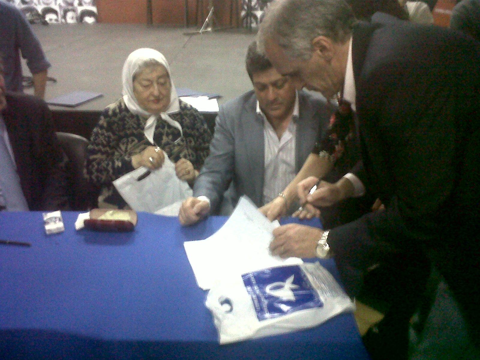 Acuerdo con Madres de Plaza de Mayo