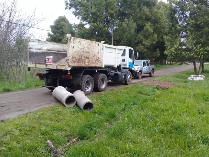 Reemplazaron tuberías de desagüe en una calle contigua a la pileta del
