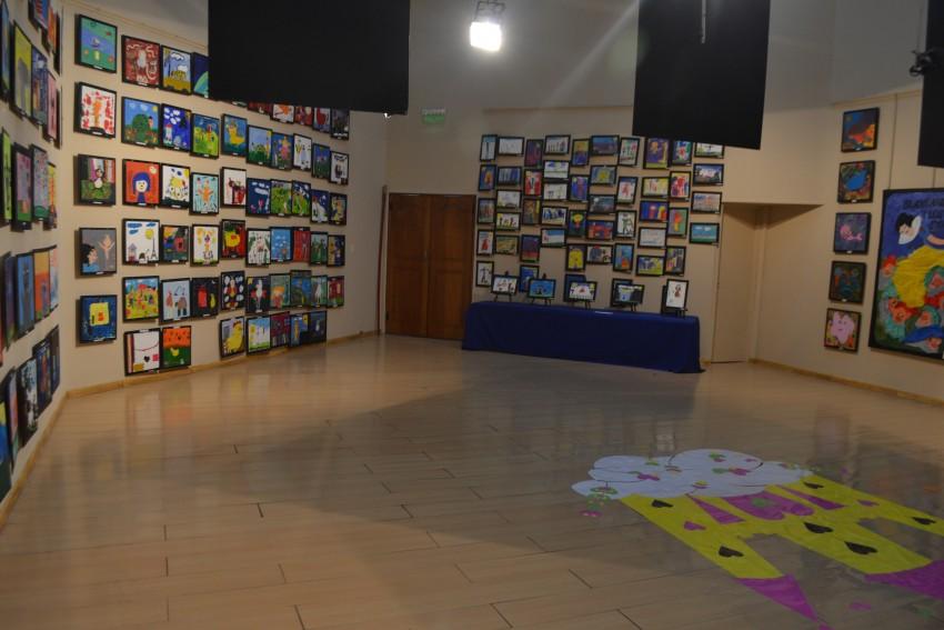 Inició la muestra anual de arte del Instituto San José