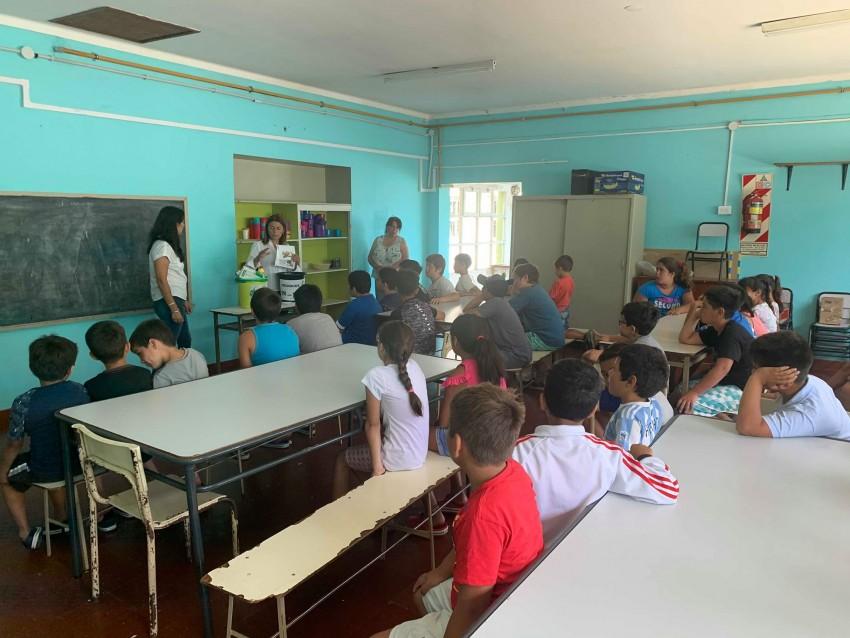 Municipales concientizaron a alumnos de las Escuelas de Verano sobre e