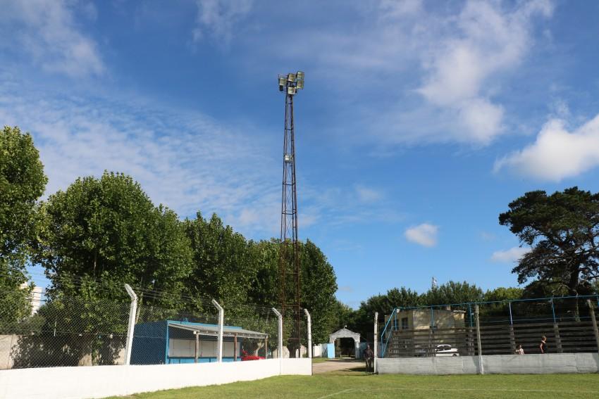 Realizaron el mantenimiento integral de iluminación en el estadio Fran