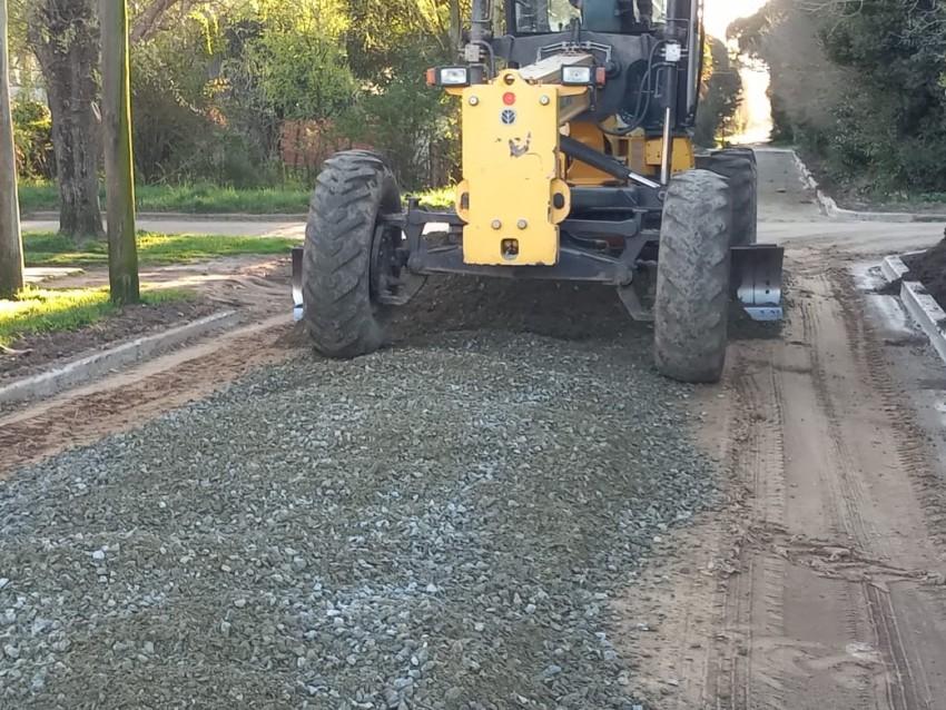El municipio trabaja en la limpieza de canales a cielo abierto