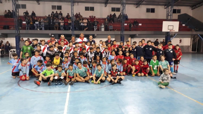 Se juega la etapa final de fútsal en el Polideportivo y Juventud aparece entre los protagonistas