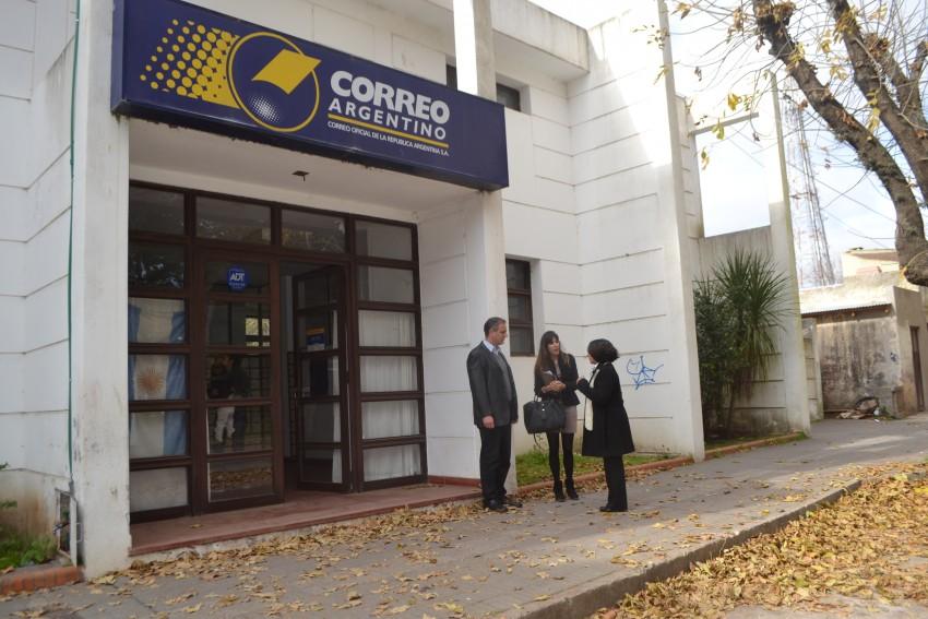 Santoro se reuni con la jefa zonal del correo argentino for Oficina de correos toledo
