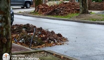 Advertencia de Obras y Planeamiento por la presencia de escombros en vía pública