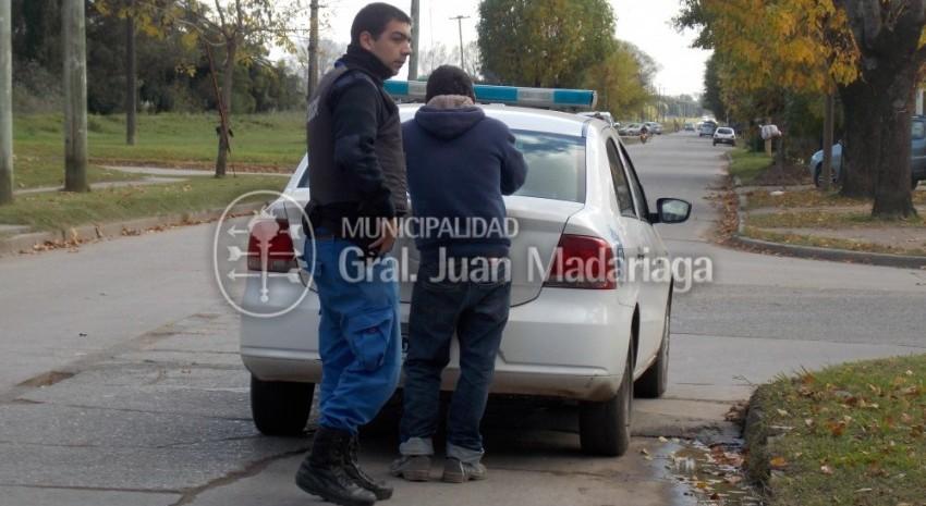 Pidi� dinero a funcionarios, amenaz� con salir a robar y fue aprehendido por la Polic�a Local