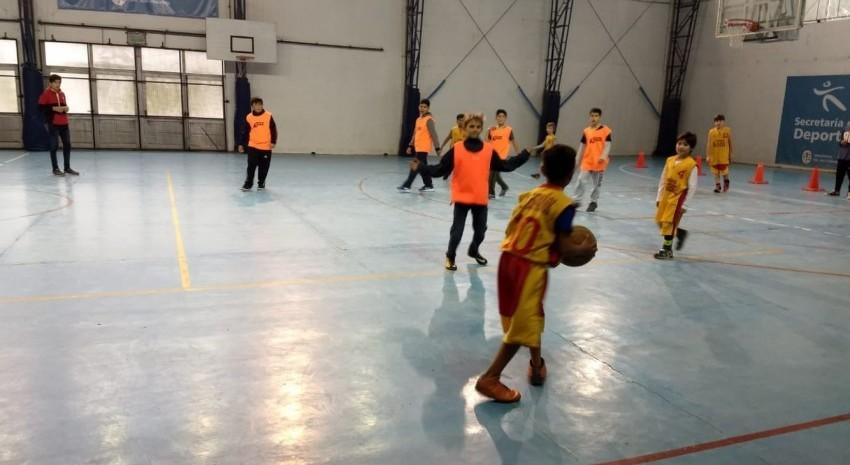 Español se impuso en el Gran Prix de básquetbol que se realizó en el Polideportivo