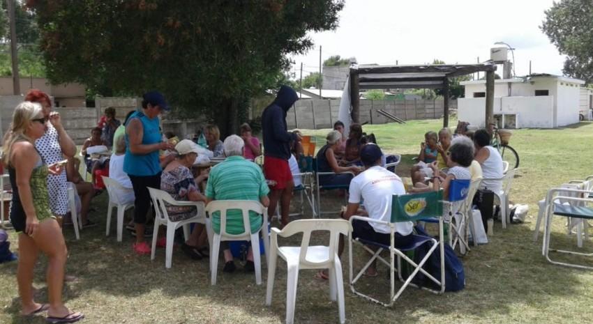 Alumnas de  aquagym disfrutaron de una hamburgueseada en el predio de El León