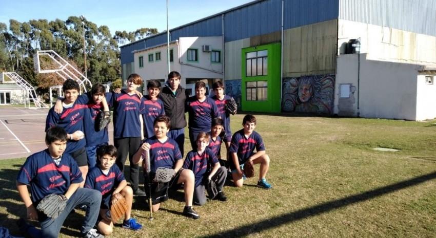 Alumnos de la Escuela Deportiva de Sóftbol viajaron a Dolores