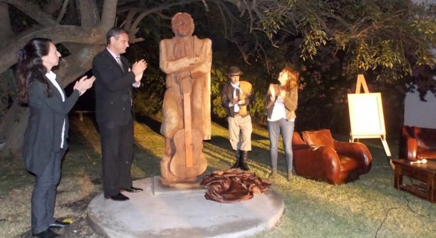Descubrieron la talla en honor a Argentino Luna