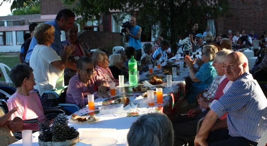 fin de año en el hogar de ancianos