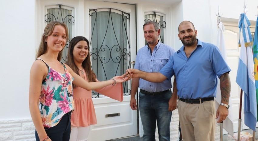 Dos de las becadas recibieron la llave simbólica de la casa