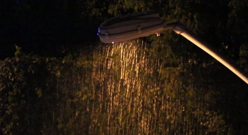 lluvia poste de luz