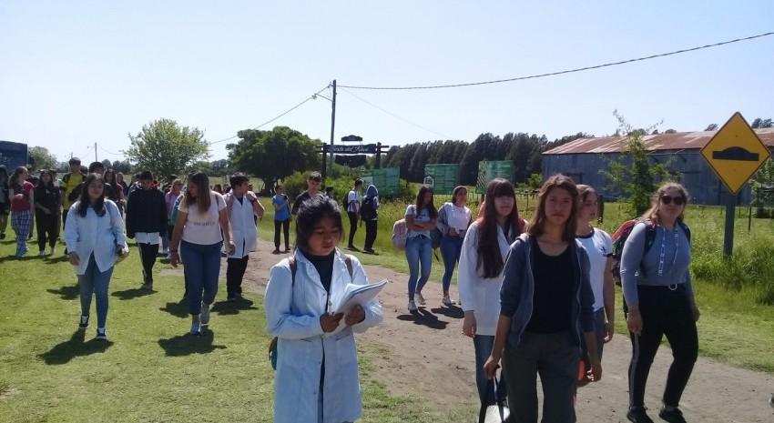 Alumnos de la Secundaria Nº 5 visitaron Juancho y Macedo