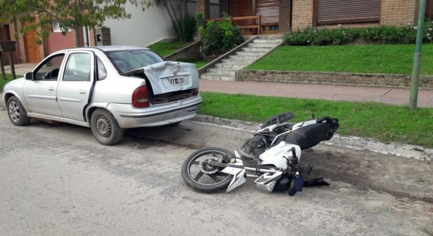 moto auto choque
