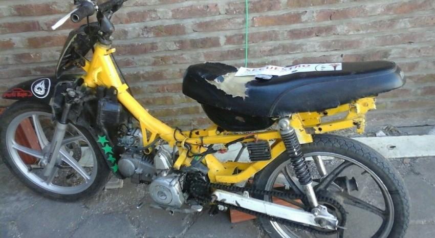 moto maverick amarilla