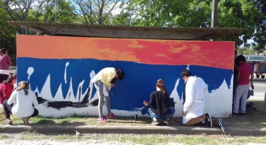 Sigue la decoración de garitas: Los jóvenes eligieron estampas de la región del Tuyú