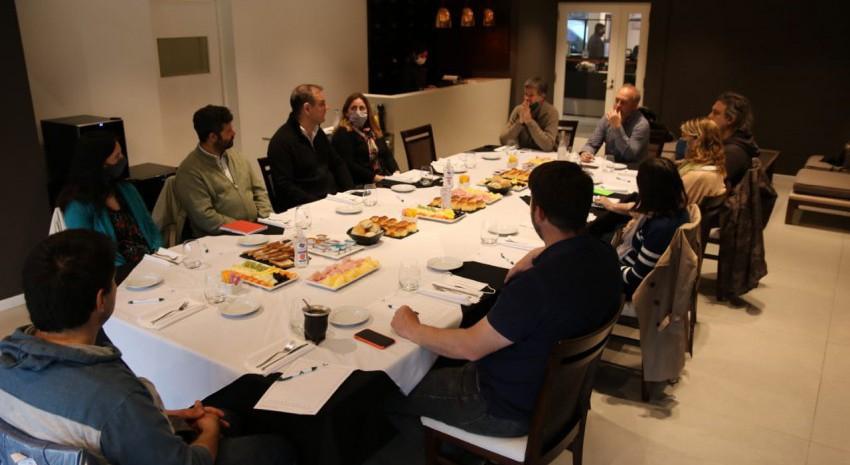 Santoro se reunió con la Cámara de Turismo de Cariló para avanzar en d
