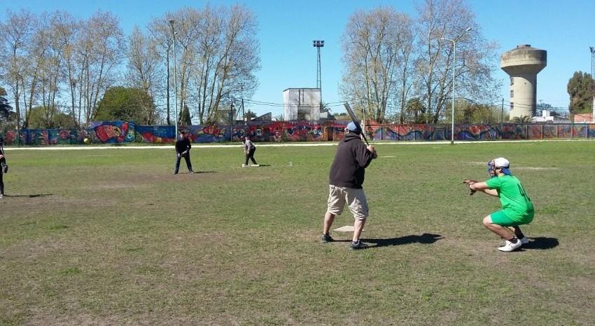 Handball y softball en el Polideportivo