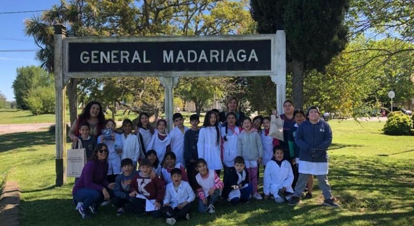 Más alumnos de Gesell llegaron para conocer Madariaga